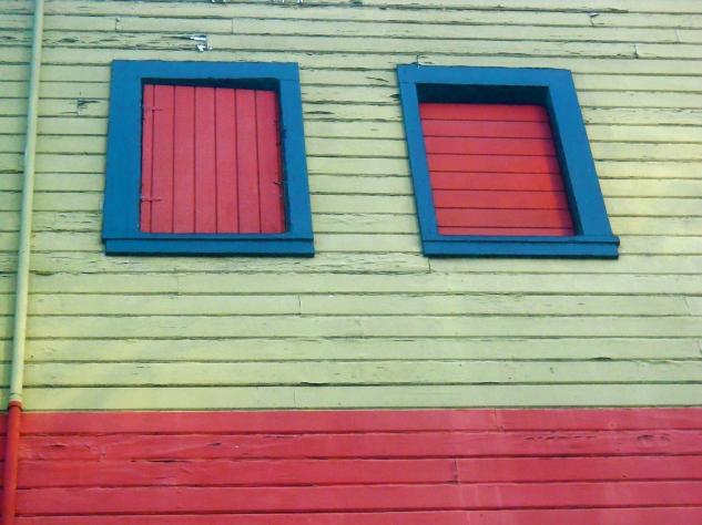 2 Red Windows